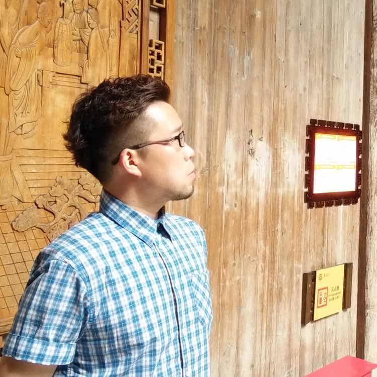 刘词:香港理工大学旅游管理硕士、友协国旅欧洲部经理